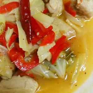 鶏肉とキャベツのエスニック風ープ煮込み