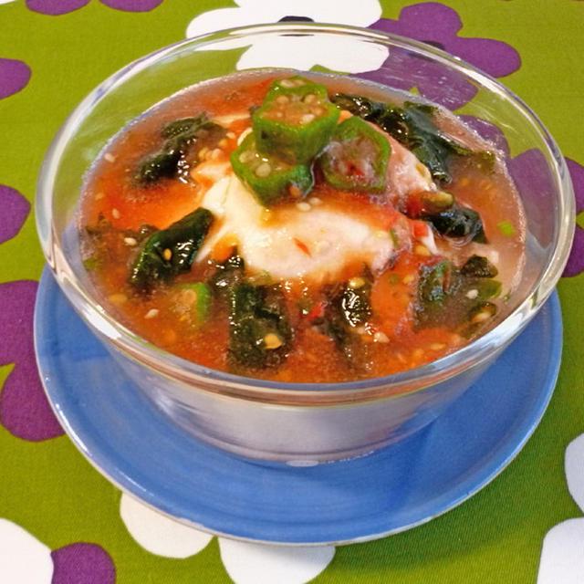 わかめスープとトマトで、おぼろ豆腐