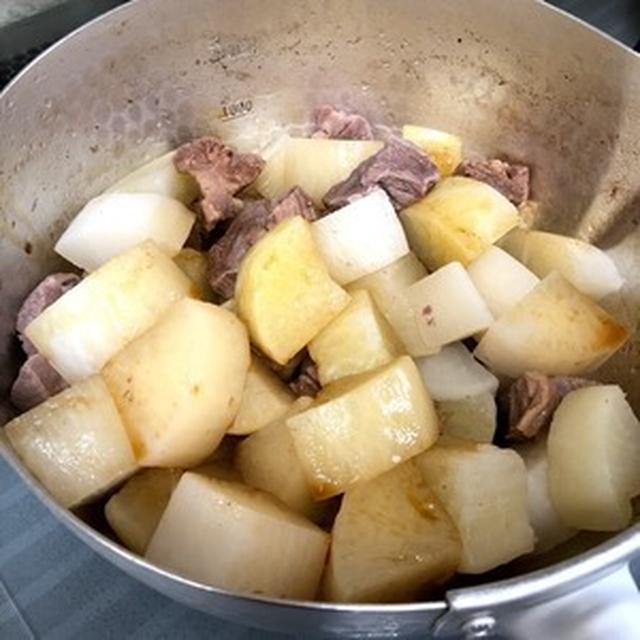 【炒めず煮るだけ!大根と豚角のしみしみジュワ~なお醤油煮】と【島らっきょの肉巻き天ぷら】で晩ごはん