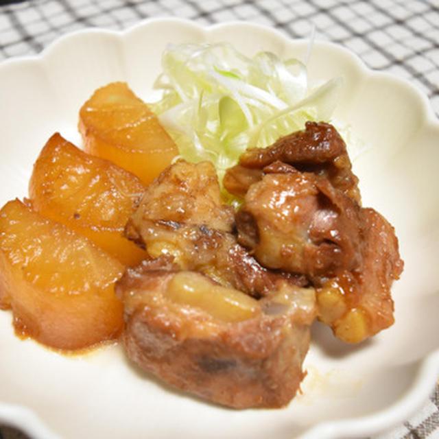 甘さ控えめ豚バラ軟骨と大根の煮物。圧力鍋で簡単軟骨はコリコリ~トロトロまでお好みで。
