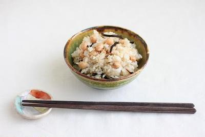 大豆とひじきとキヌアのごはんと今日のお昼ごはん♪