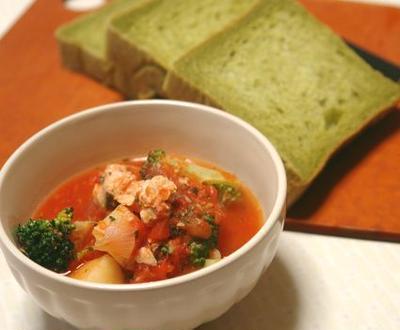 パンのあるテーブル~鮭缶トマトスープ~