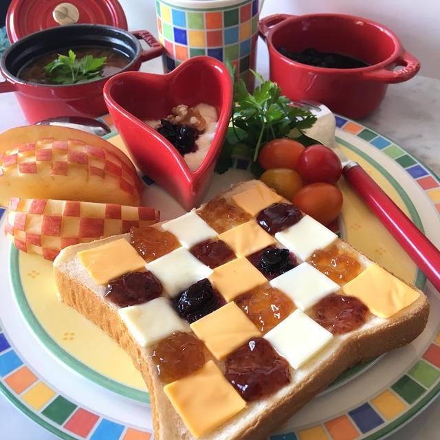 チーズとジャムのチェックトースト