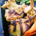 キャストアイロンで鉄板焼き ~ タンドリーチキンと豚の薄切りをサンチュでまいて