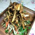 カリカリゴボウの豆苗サラダ