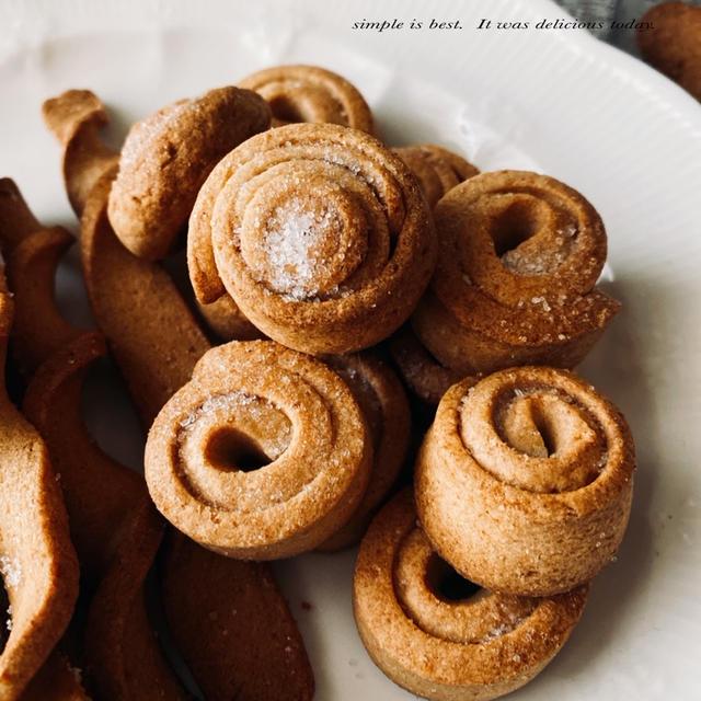 ぐるぐる、ねじねじ、アーモンドクッキー。