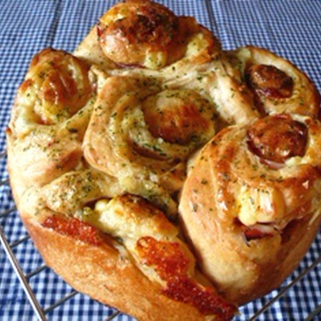 「cuocaさんのこうばし胚芽食パンミックス」でお惣菜パン。