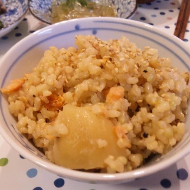 塩鮭とジャガイモの炊き込み玄米ごはん