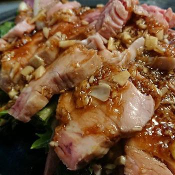 野朗飯流・低温調理した豚三枚肉を使った蒜泥白肉