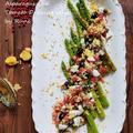 アスパラガスの米油トマトサルサ掛けのサラダ