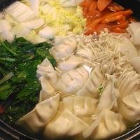 創味シャンタンDXで♪お豆腐と鶏ひき肉でヘルシー!野菜の水餃子鍋
