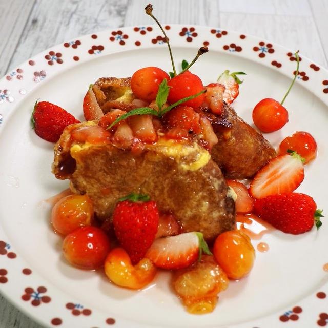 【サクランボと苺のソースのフレンチトースト】フライパン1個にどんどん入れるだけ♪