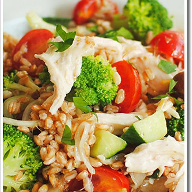 スペルト小麦(古代小麦/ファッロ)と鶏のむね肉のサラダ
