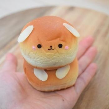 簡単デコ♪ミニあんぱんで楽しむ手乗りわんこパン。