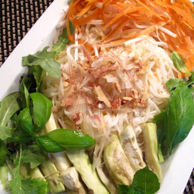 2日続けても飽きない麺:肉と夏野菜のタイ風冷うどん