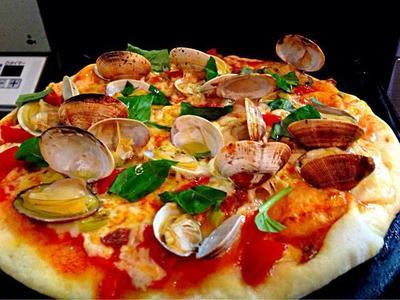 ガスコンロのグリルで簡単!アンチョビとグリーンオリーブのボンゴレピザはやばい美味しさ☆*