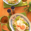 キャラウェイ香る温野菜サラダと目玉焼きのっけご飯