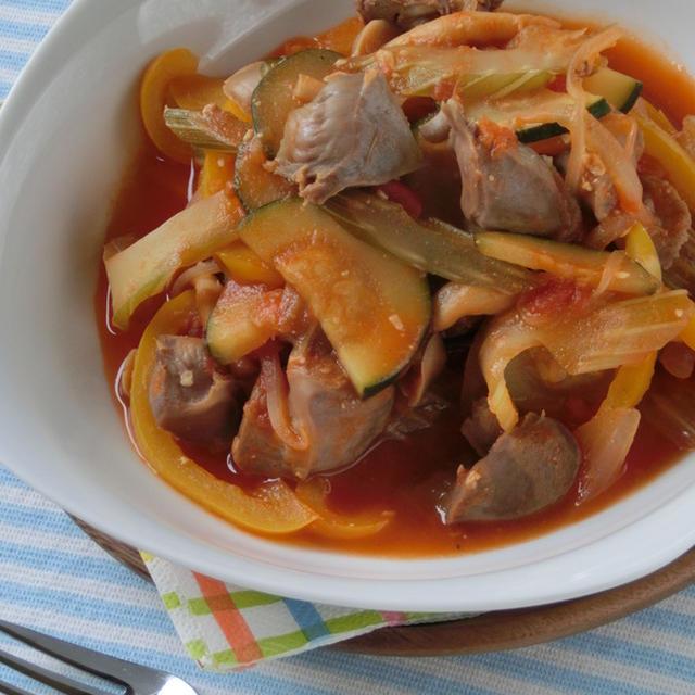 コリコリ食感が食欲そそる♪砂肝と彩り野菜のトマト味噌煮