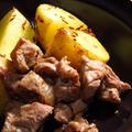 みかん亭で辛みをつけたクイルダクをオーダーした場合の、ラムとじゃがいものクミン炒め。