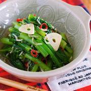 材料入れて蒸すだけ3分♪無限に食べれる♪『小松菜とじゃこのガーリックオイル蒸し』