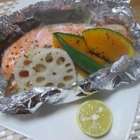 秋の食材の旨味を閉じ込めて♪ 鮭のホイル包み焼き