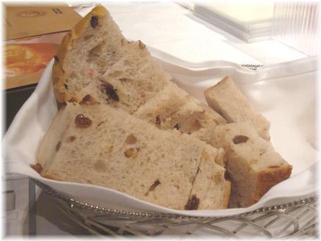 1. レーズン入りもちもち食パン