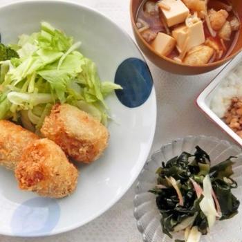 コロッケ献立の副菜は、夏にぴったり酢の物。お酢の持つ力で艶肌になる?