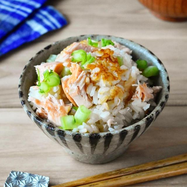 秋のご馳走♪麺つゆで簡単【秋鮭の炊き込みご飯】