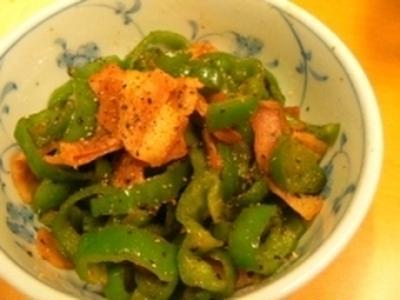 【うちレシピ】ピーマンとベーコンの炒め煮★粗挽き胡椒がアクセント