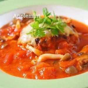 トマト缶でソースたっぷり♪野菜も採れる「煮込みハンバーグ」レシピ