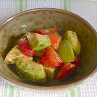 アボカドといちごのサラダ、イタリアンパセリの香り