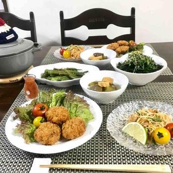 ソムタムやトートマングンの食卓