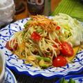 タイ料理の鉄板!「ソムタム」と「ガイヤーン」、もち米と併せて完璧。
