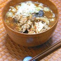 ヤマキ「基本のだし」であったか〜い晩ご飯!たっぷりキノコと豆腐の具沢山おかず豚汁。