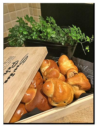 栗の渋皮煮・さつま芋でロールパン