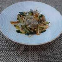 きゅうりと海藻麺の搾菜和え