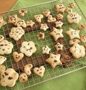 トースターで簡単!ごま入り型抜きクッキー