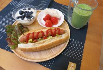 朝食 : ホットドッグ2種 と 赤い花シリーズ♪