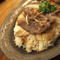 《レシピ》焼肉用お肉でガーリックライスのっけ丼