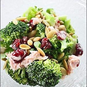 秋の食卓を彩る♪栄養満点「ブロッコリー」のサラダ