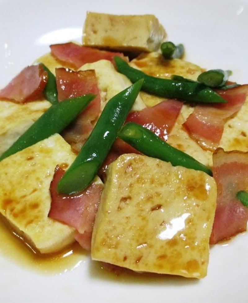 しっかり味でご飯に合う!豆腐×ベーコンのおかずレシピ