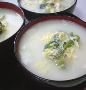 ふわふわ卵と豆乳の和風スープ