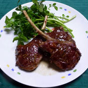 ローズマリー風味の骨つきラム肉のソテー