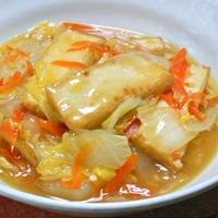 粗切り生しょうがで香り豊かなボリュームおかず絹厚揚げと白菜のとろとろ煮。