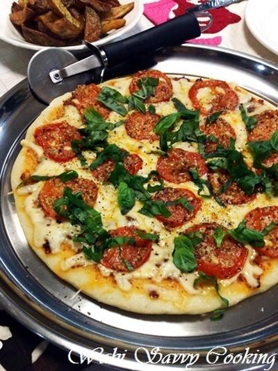 フライパンで焼くマルゲリータピッツァ