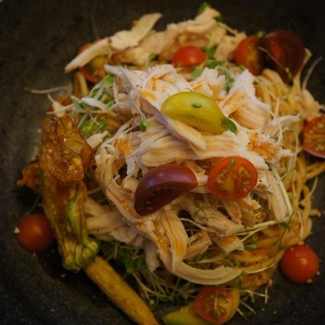 蒸し鶏のピリ辛冷ジャン麺