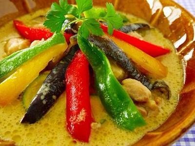 夏野菜のグリーンカレー♪お家でも簡単においしく作れる本格タイごはん!