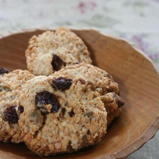 ココナッツオイルで作る『オーツとラムレーズンのクッキー』