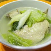 圧力鍋で手羽先と白菜の熱々スープ!
