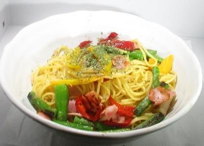 ベーコンと野菜のシンプルパスタ
